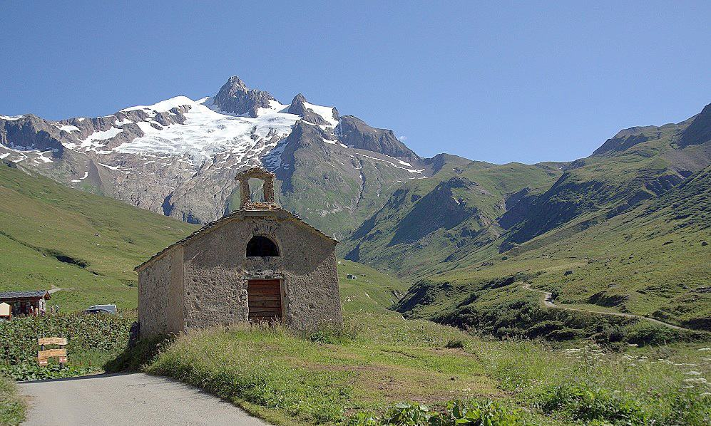 Trekking the TMB: church after Chapieux